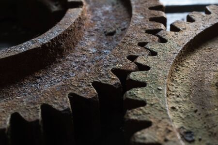 Rusty gears from old mechanism photographed at close range. Banque d'images