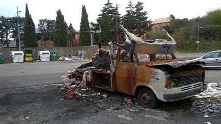 quemado: van quemado por v�ndalos Foto de archivo