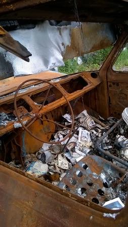 quemado: interior de una camioneta quemada por v�ndalos