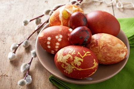 onion peel: easter eggs colored with onion skin