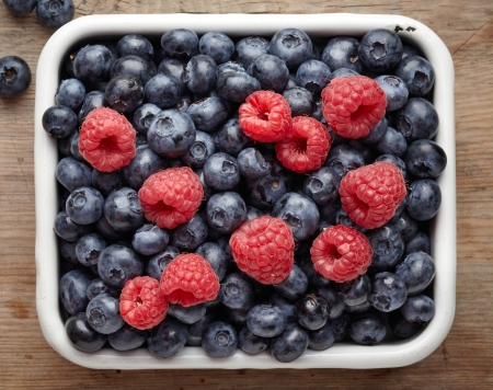 bowl of berries photo
