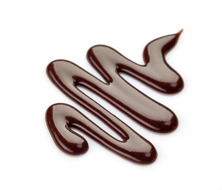 chocolate melt: salsa di cioccolato dolce su uno sfondo bianco