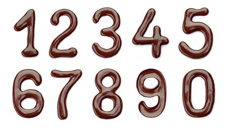 chocolate melt: Numeri di cioccolato su uno sfondo bianco