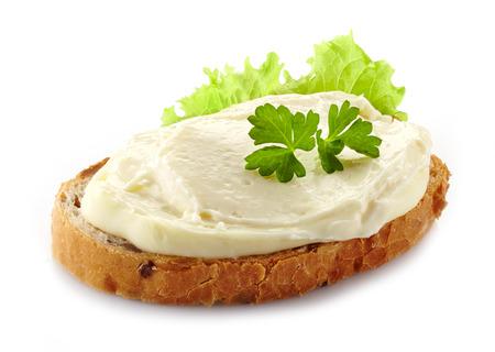 白い背景の上にクリーム チーズとパンします。 写真素材