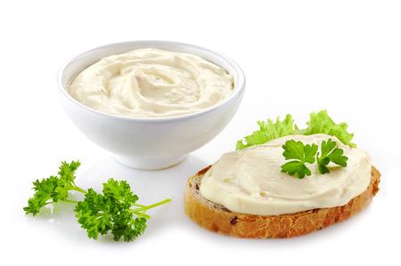 processed food: pane con crema di formaggio su sfondo bianco
