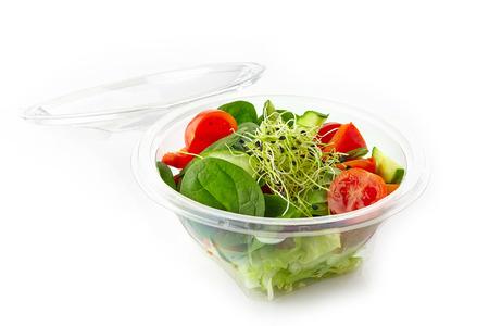Ensalada de verduras frescas en un plástico quitará tazón Foto de archivo - 27433644