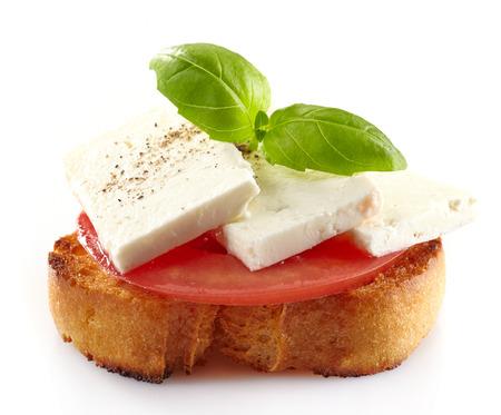 queso de cabra: Tapas de los alimentos espa�oles, tostadas con queso fresco de cabra, tomate y albahaca