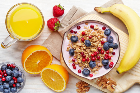 the juice: Healthy breakfast. Bowl of yogurt with granola and berries Stock Photo