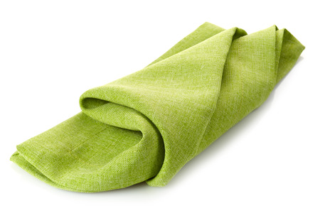 servilleta de papel: verde servilleta plegada de algodón sobre un fondo blanco