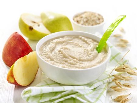 離乳食のボウル健康的な朝食のお粥 写真素材
