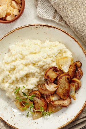 cepe: plate of risotto with roasted wild mushrooms Stock Photo