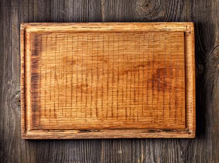 trompo de madera: tabla de cortar de madera vieja, vista desde arriba Foto de archivo