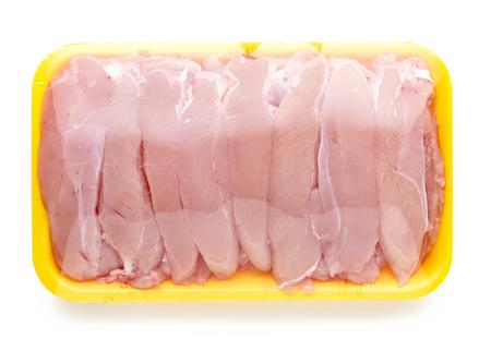 carne de pollo: paquete de carne de pollo aislado en el fondo blanco Foto de archivo
