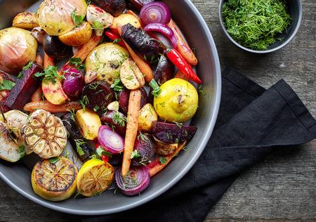 様々 なローストの果物や野菜、トップ ビュー
