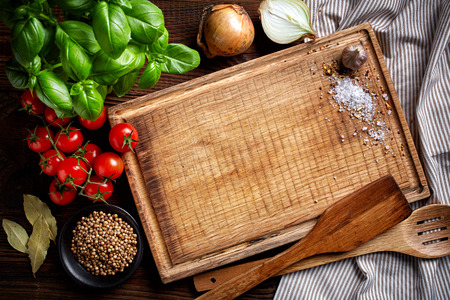 cooking background with old cutting board, top view Foto de archivo