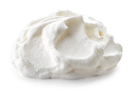 Schlagsahne auf weißem Hintergrund Standard-Bild