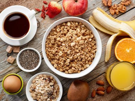 cereal: vista desde arriba de ingredientes saludables para el desayuno, atención selectiva Foto de archivo