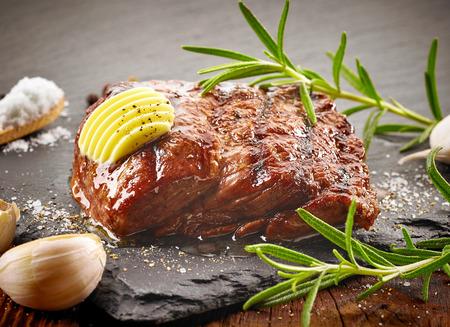 carne asada: filete de ternera a la plancha con mantequilla y especias