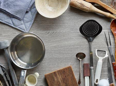 ustensiles de cuisine: various kitchen utensils on gray wooden table, top view