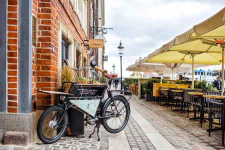 Kopenhaga, Dania - 29 marca 2017: Widok ulicy restauracji Nyhavn Publikacyjne