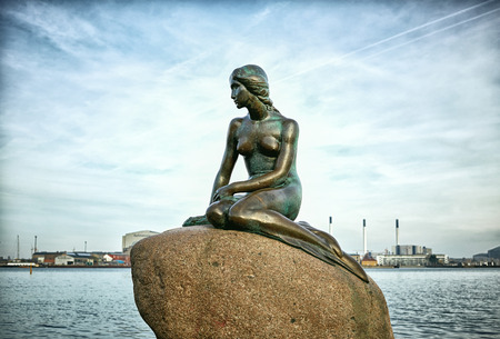 The famous Little Mermaid statue, Copenhagen, Denmark 免版税图像 - 78291368