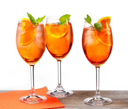 Klassieke Italiaanse Aperol Spritz-cocktail Stockfoto