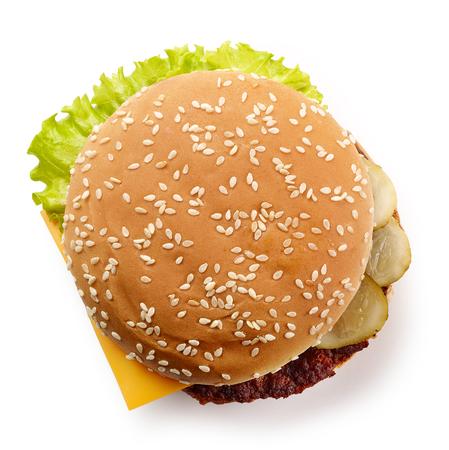 świeży cheeseburger na białym tle, widok z góry