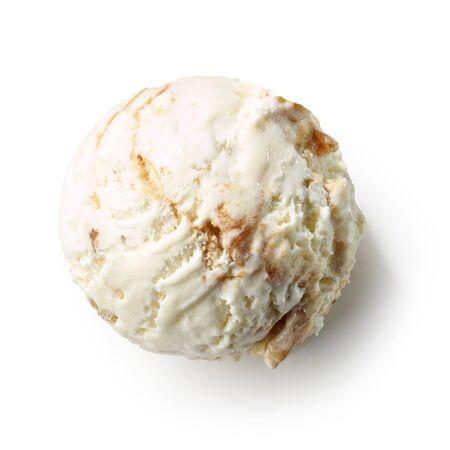 Palla di gelato isolata su bianco