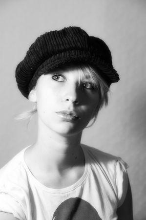 boinas: mujer, ni�a, sombreros, boinas, accesorios, moda, estilo, de la inocencia, de expresi�n, la cara, el viento, el pelo, el pelo largo, ojos de ensue�o, belleza, sentimiento, emoci�n, en blanco y negro