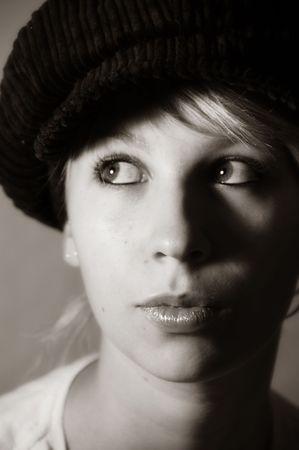 boinas: mujer, ni�a, sombreros, Boinas, accesorio, moda, estilo, inocencia, expresi�n, cara, viento, pelo, pelo largo, so�adora, de ojos, de belleza, sentimiento, la emoci�n, blanco y negro