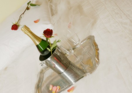 romance bed: red rose, rose petals, champagne, bubbles, drink alcohol, sparkling, Valentine, Valentine 14, romantic, romance, bed, cozy, tea, duo,