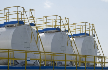 tank for storage of lubricants