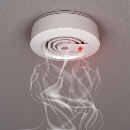 alarme securite: D�tecteurs de fum�e et de feu avec de la fum�e Banque d'images