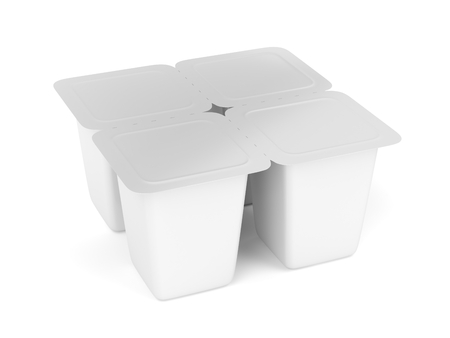 yaourt: White plastic containers for yogurt, ice cream, pudding or other things, four pack Banque d'images