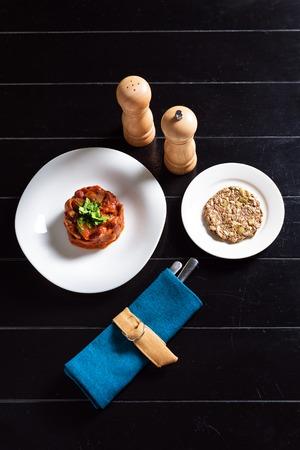 ready to eat: Tomato beans with crunchy cereal bread on the dinner table ready to eat, top view Stock Photo