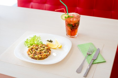 mohito: Vegan salad with cold strawberry mohito in restaurant Stock Photo
