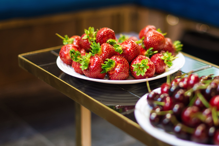 glades: Fresh strawberry and cherries on a plate
