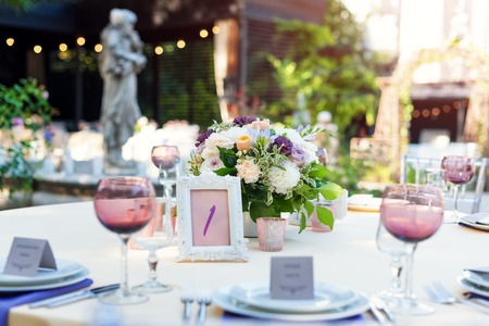 flower table decorations for holidays and wedding dinner table