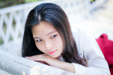 babero: chica en dormir babero rojo