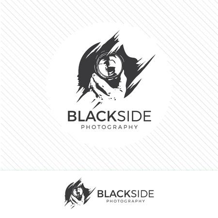 abstraite silhouette photographie logo. Vintage caméra de style icône vecteur avec le photographe tenant une lentille. Logo