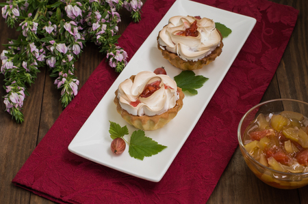 Cake with meringue, pumpkin and apple jam