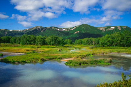 Acid lake in Uzon's volcano caldera. Kamchatka. Russia. Foto de archivo