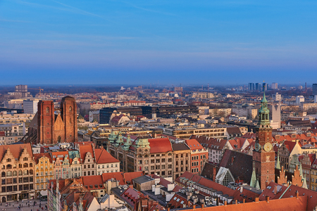 Aerial view of Stare Miasto with Market Square, Old Town Hall and St. Elizabeths Church from St. Mary Magdalene Church in Wroclaw, Poland Archivio Fotografico - 123032296
