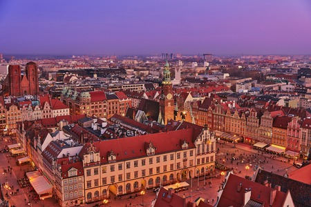 Aerial view of the sunset of Stare Miasto with Market Square, Old Town Hall and St. Elizabeths Church from St. Mary Magdalene Church in Wroclaw, Poland Archivio Fotografico - 123027898