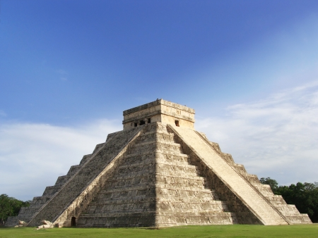 Old mayan pyramid temple of Kukulcan, Chichen-Itza photo