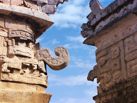 Faces of ancient Maya rain god Chac in Chichen Itza temple 版權商用圖片