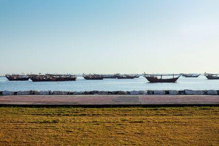 早晨时间船在海边。Dammam -Saudi Arabia.