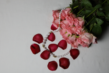 Beautiful fress pink bunch of roses with peal set meant for love affection between male and female Stock Photo