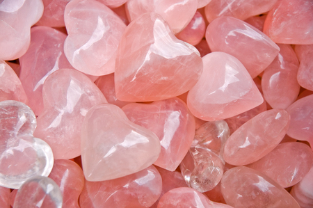 Heart-shaped rose quartz; Shining pink hearts made of quartz; Hard but heartily; Symbol of love