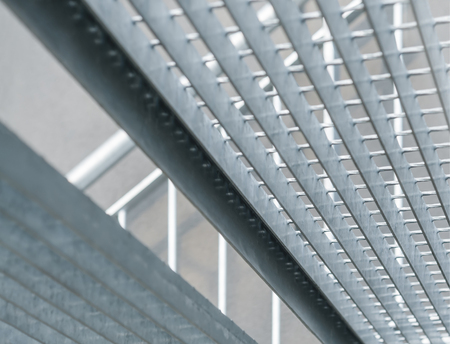 gratings: External staircase with open mesh flooring; Steel staircase made of hot dip galvanized grating; Metal construction; Building material